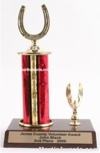Red Single Column Horseshoe With 1 Eagle Trophy